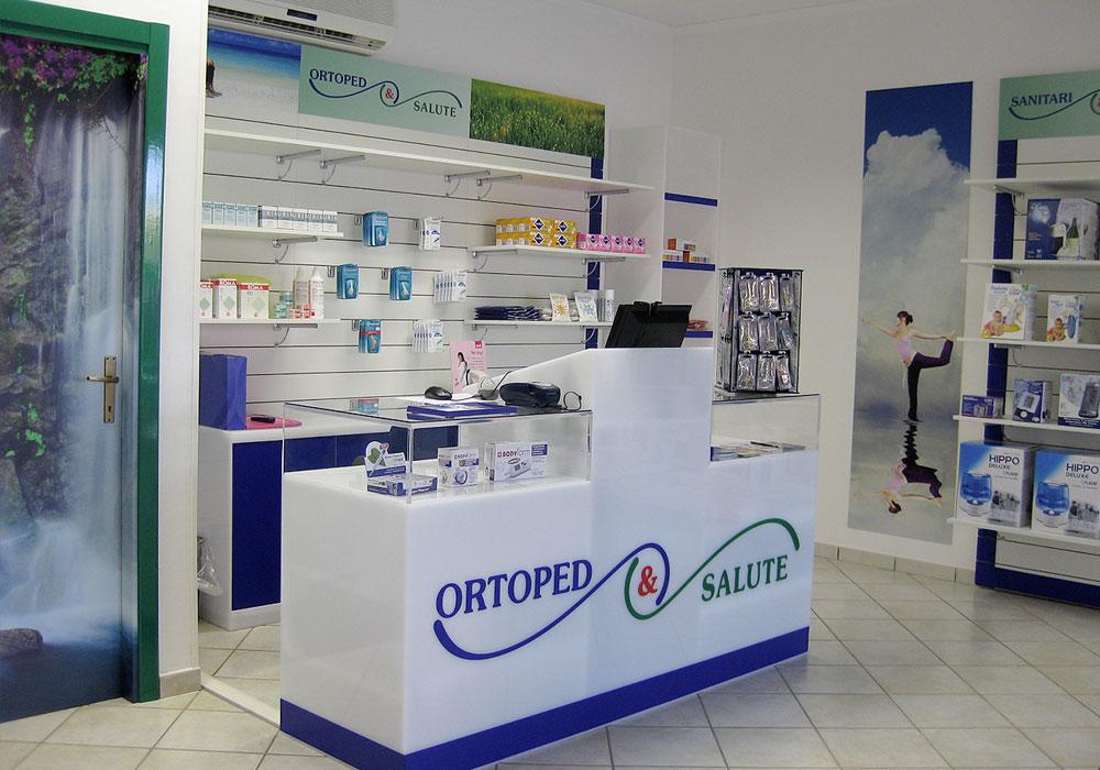 Arredo ottica farmacia cagliari sassari olbia sardegna for Negozi arredamento cagliari