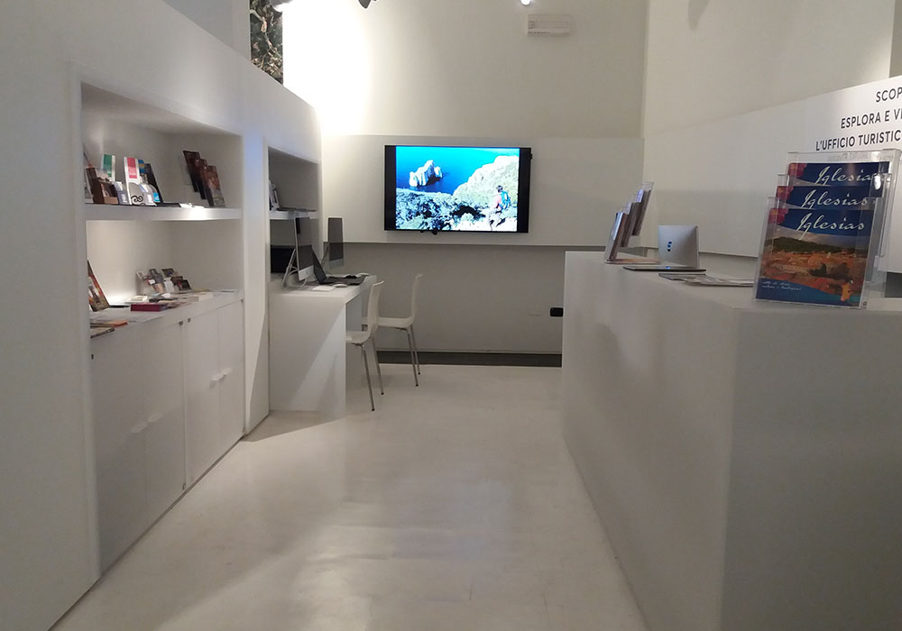 In Ufficio Turismo : Allestimenti musei arredo neon europa ufficio turistico