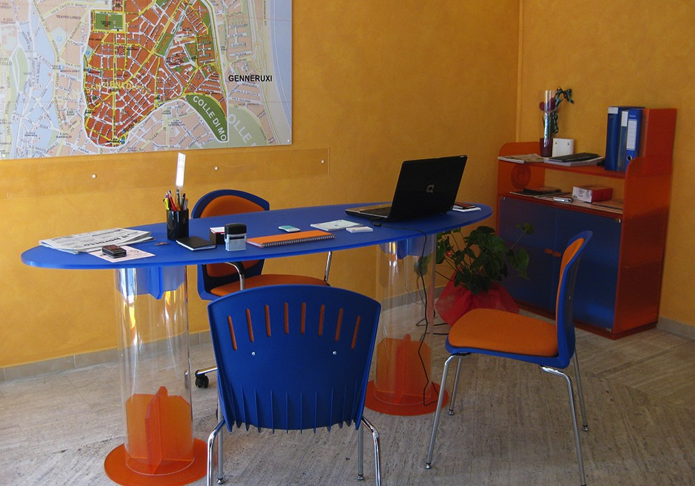 Arredamenti lavorazione plexiglass 0009 arredo ufficio for Arredo ufficio cagliari