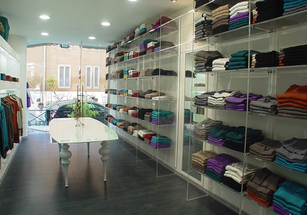 Arredo negozi 0036 arredamento negozio plexiglas for Negozi arredamento cagliari