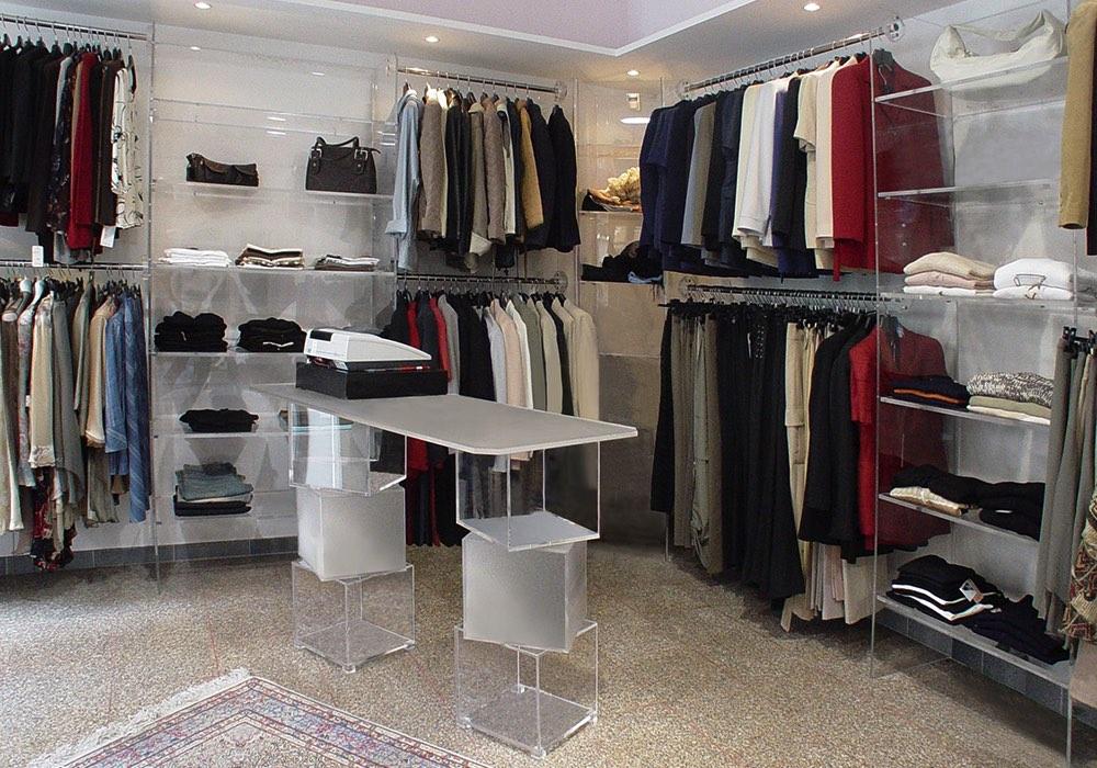 Arredo negozi 0037 arredamento negozio plexiglas for Negozi arredamento cagliari