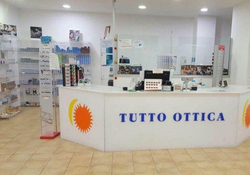 Galleria ottica parafarmacia neon europa for Negozi arredamento cagliari